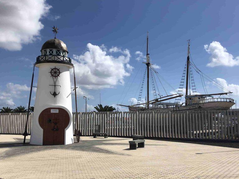 """Denkmal für die """"Märtyrer des Meeres"""" vor dem Hafen von Arrecife"""