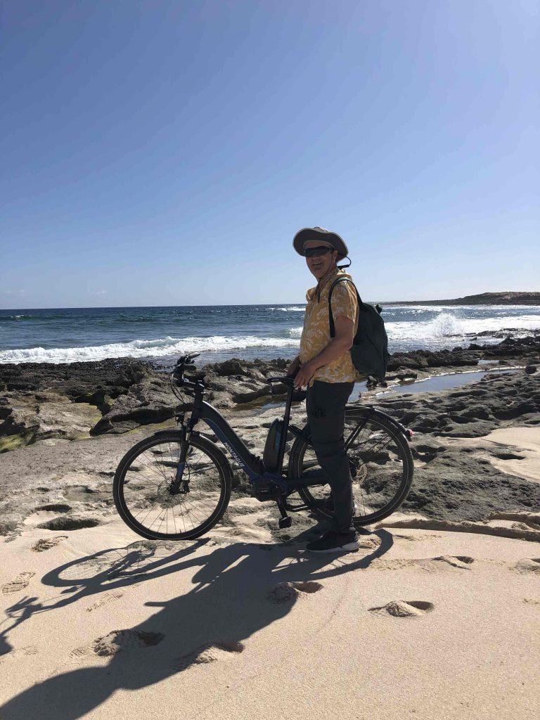 Der Mann, das Fahrrad und das Meer