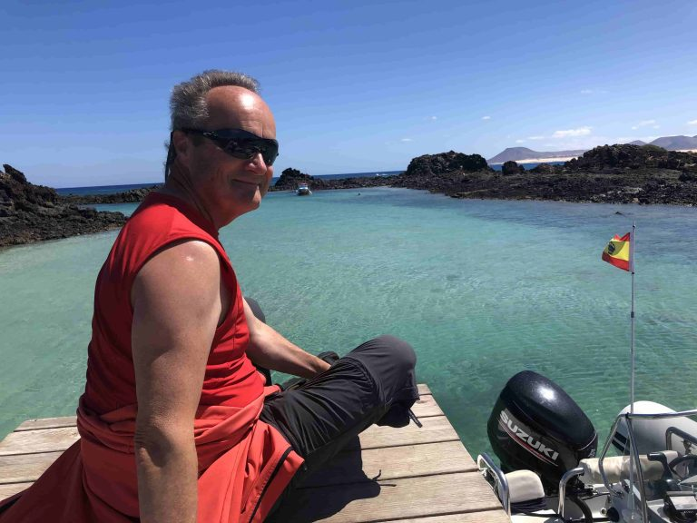 Hannes genießt den Ausblick und das sonnige Wetter