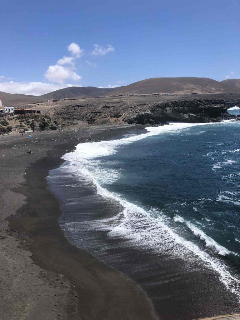 hier gibt es auch schwarzen Strand wie auf Lanzarote