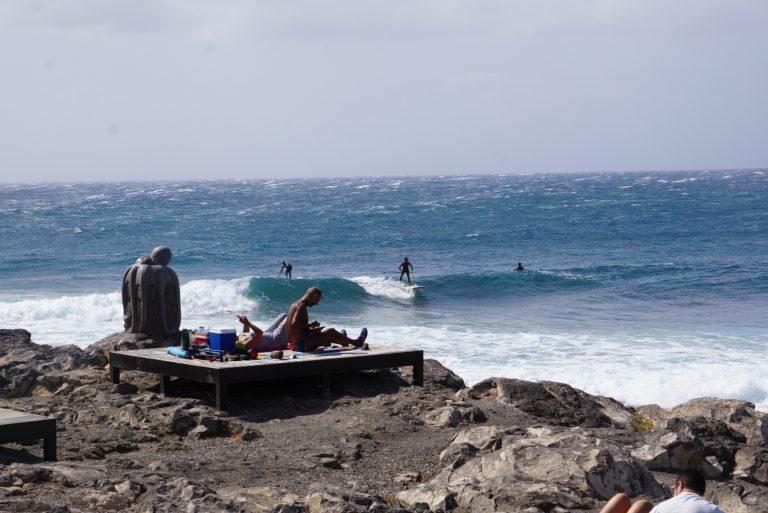 Die Surfer und Sonnenbader von Arinaga