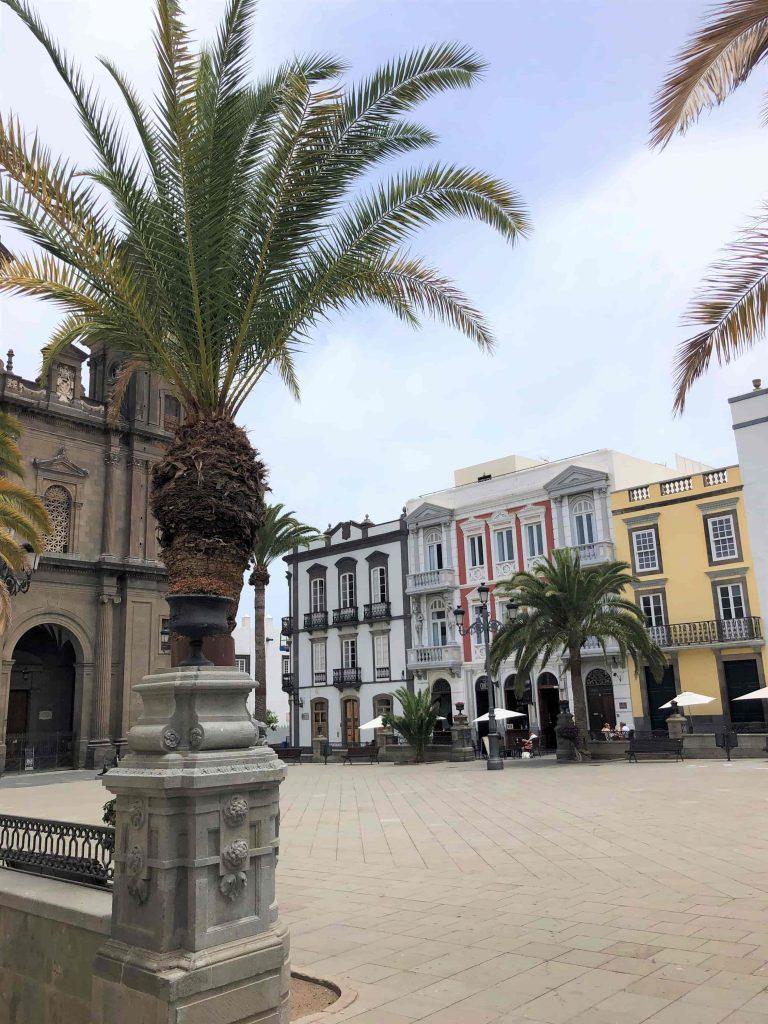 Der Platz vor der Kirche Santa Ana bevor die Konzerte dort stattgefunden haben.