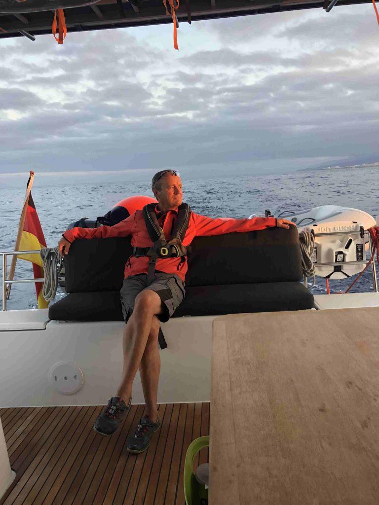 Der Skipper genießt die Überfahrt von San Miguel nach Los Cristianos