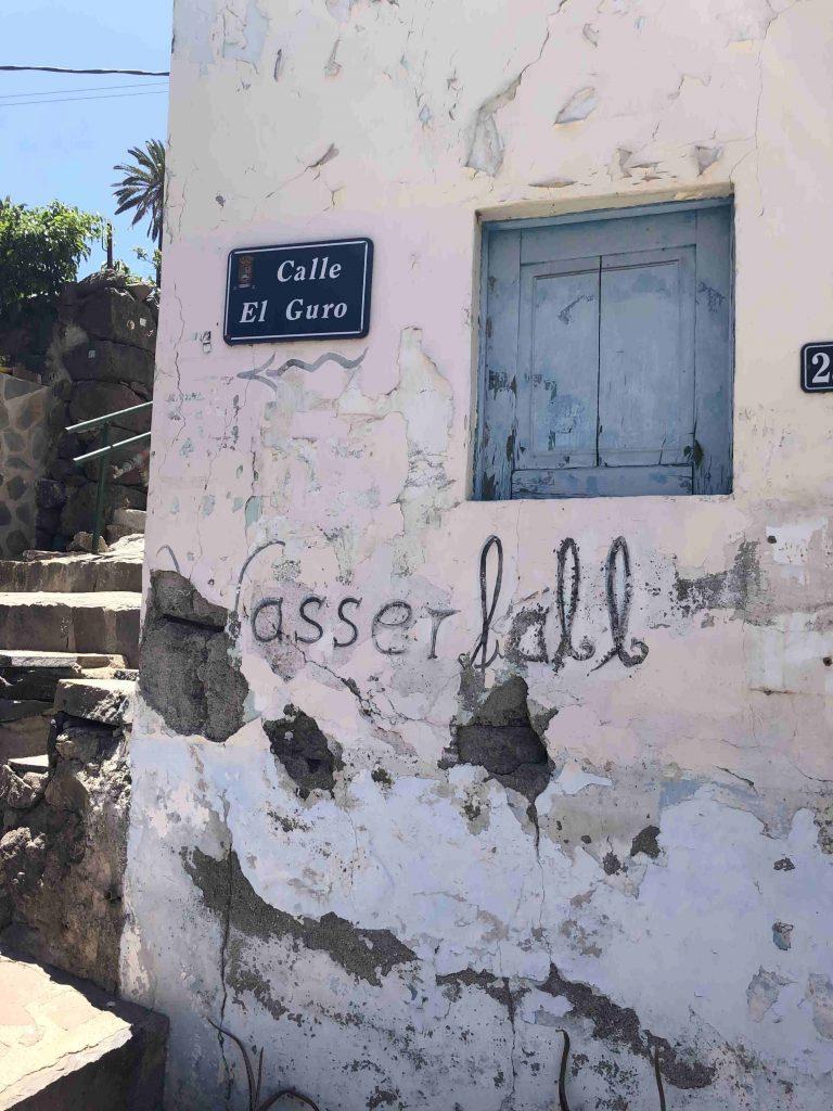In dem Künstlerdorf El Guro geht der Wanderweg los